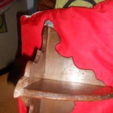 Antigüedades: ESTANTE RINCONERA -MADERA DE PINO Y HAYA- SIGLO XIX-. Lote 46291683
