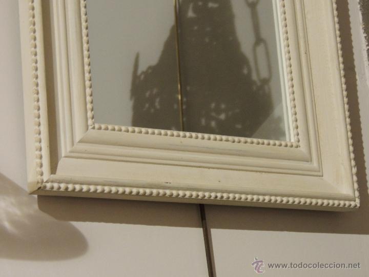Antigüedades: ESPEJO DE MADERA EN DECAPE EN TONO BLANCO ROTO - Foto 2 - 46312181