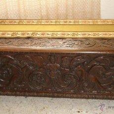 Antigüedades: PRECIOSO Y GRANDE ARCON/BAUL DE ROBLE TALLADA - SIGLO XVII. Lote 46338201