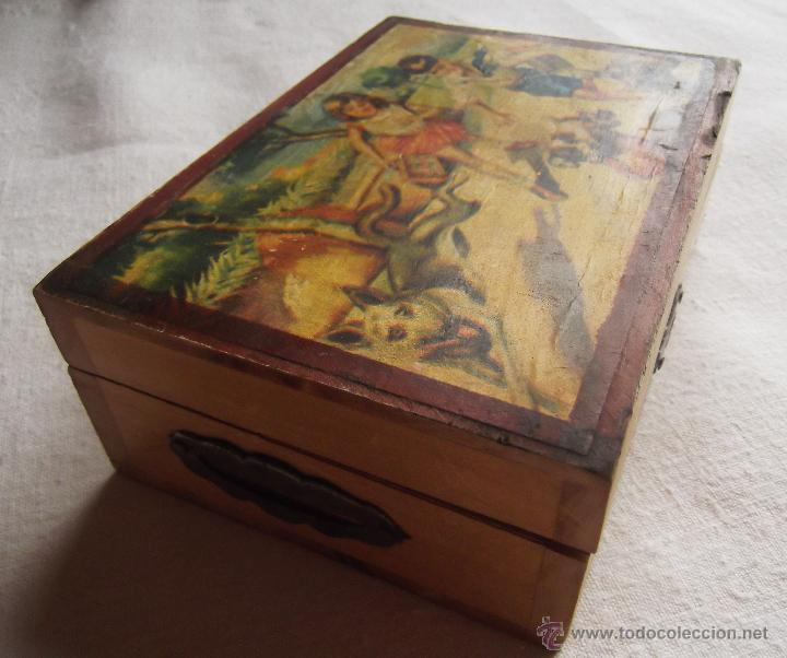 antigua caja hucha de madera serigrafia infantil en la tapa antigedades hogar y