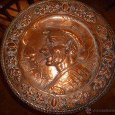 Antigüedades: PAREJA DE PLATOS DE COBRE 40 CM. Lote 46362416
