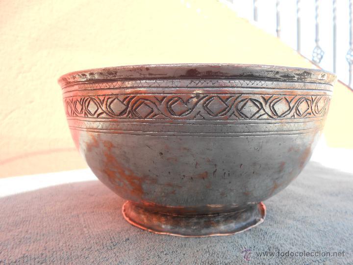 FUENTE O GRAN CUENCO DE COBRE ANTIGUO. 635 GR.. (Antigüedades - Técnicas - Rústicas - Utensilios del Hogar)
