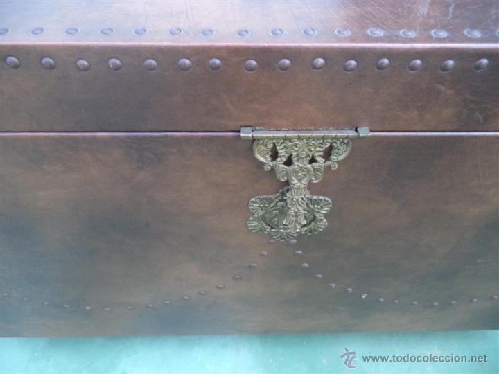 Antigüedades: arcon forrado de polipiel marron - Foto 2 - 46412849
