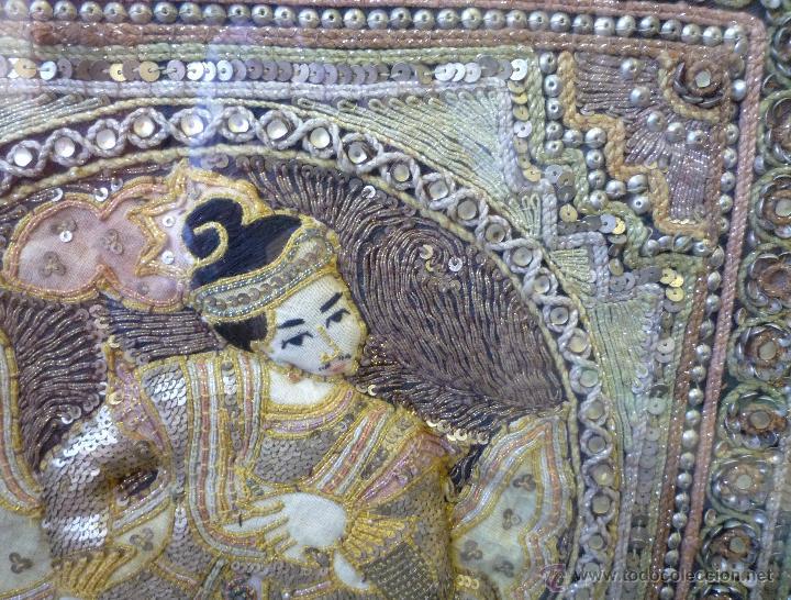 Antigüedades: tapiz birmano bordado con pedrería hilos metálicos y pedrería representa un maharajá.S. XX - Foto 2 - 46416166