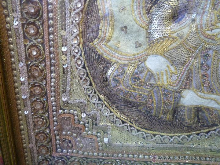 Antigüedades: tapiz birmano bordado con pedrería hilos metálicos y pedrería representa un maharajá.S. XX - Foto 3 - 46416166