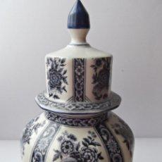 Antigüedades: ANTIGUO TIBOR DE PORCELANA DELFT PINTADO A MANO CON SELLO BASE. Lote 40173148