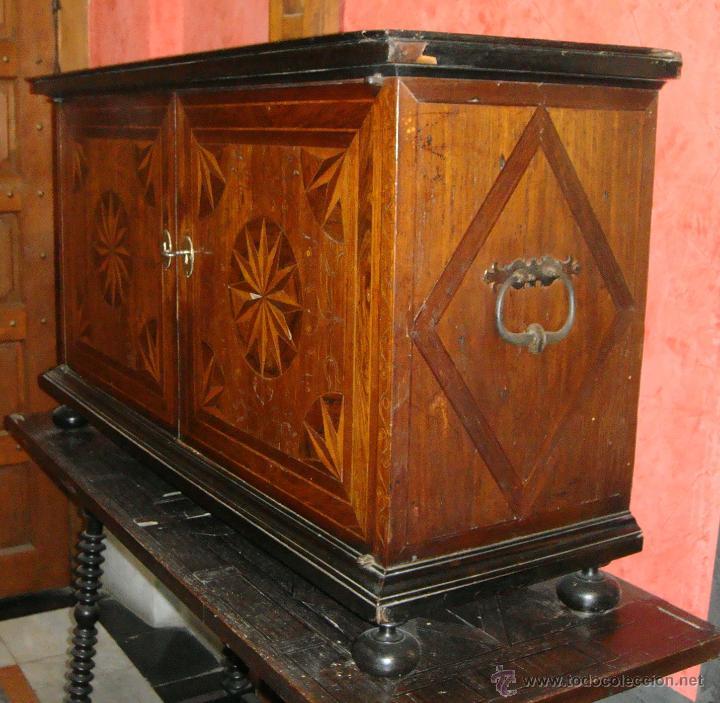 Antigüedades: Magnifico Bargueño y Mesa de Pata de Lenteja. S.XVII. Precioso trabajo en marquetería. - Foto 4 - 46433743