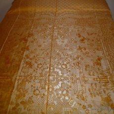 Antigüedades: COLCHA ANTIGUA DE RASO AMARILLA. Lote 119059116