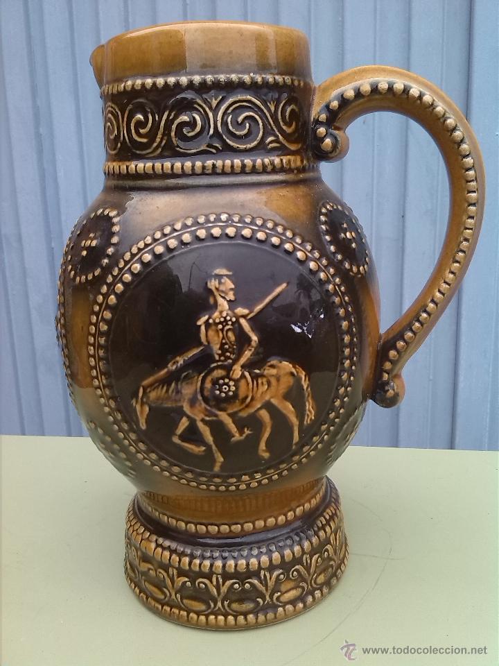 PRECIOSA JARRA CON ESCENAS DE DON QUIJOTE Y SANCHO PANZA. (Antigüedades - Porcelanas y Cerámicas - Otras)