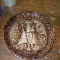 Antigüedades: PLATO DE RESINA CON LA VIRGEN DE COVADONGA. Lote 170050649