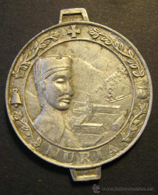 MEDALLA DE LA VIRGEN DE NURIA Y SAN BERNARDO. ESQUI ALPINO. ZINC? DIAMETRO 3,2 CM (Antigüedades - Religiosas - Medallas Antiguas)