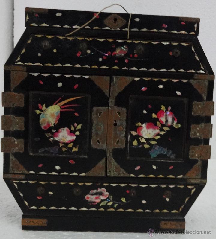 CAJA JOYERO CON COMPARTIMENTOS TÉCNICA DEL LACADO - 243 (Antigüedades - Hogar y Decoración - Cajas Antiguas)