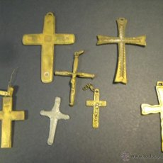 Antigüedades: CONJUNTO DE 7 CRUCES (BRONCE Y UNA DE PLOMO?). AÑOS 50-60. LA MAYOR: 6,5 CM DE ALTURA. Lote 46556006