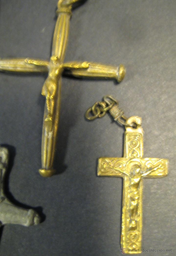 Antigüedades: CONJUNTO DE 7 CRUCES (BRONCE Y UNA DE PLOMO?). AÑOS 50-60. LA MAYOR: 6,5 CM DE ALTURA - Foto 4 - 46556006