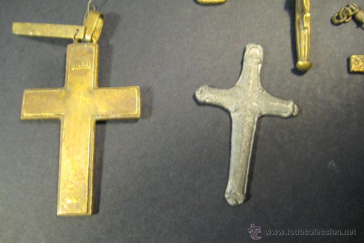 Antigüedades: CONJUNTO DE 7 CRUCES (BRONCE Y UNA DE PLOMO?). AÑOS 50-60. LA MAYOR: 6,5 CM DE ALTURA - Foto 6 - 46556006