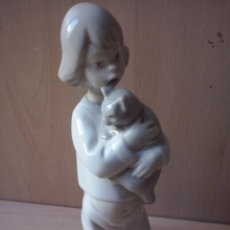 Antigüedades: FIGURA NIÑA CON GATO. SELLO MADE IN SPAIN HAND MADE-. Lote 46573083