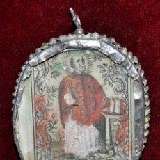 Antigüedades: RELICARIO CON LITOGRAFÍAS ILUMINADAS DE SAN IGNACIO Y SAGRADO CORAZÓN Y CON MARCO D PLATA. SG. XVIII. Lote 46593782