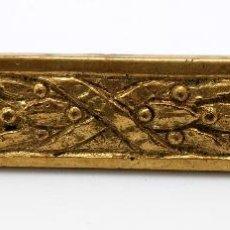 Antigüedades: HEBILLA EN BRONCE DORADO Y HIERRRO EPOCA IMPERIO HACIA 1820. Lote 46600184