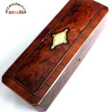 Antigüedades: PRECIOSA CAJA DE RAIZ DE NOGAL CON ADORNOS METALICOS, MUY BUEN ESTADO DE CONSERVACIÓN, 28,5X10X8 CM. Lote 46625897