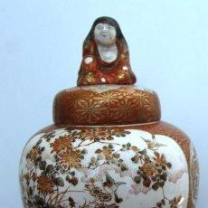 Antigüedades: ANTIGUO TIBOR CHINO MAGNIFICAMENTE DECORADO DESCANSA SOBRE TRES FIGURAS CHINAS MARCA EN LA BASE. Lote 46628926