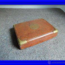 Antigüedades: ELEGANTE ESTUCHE DE CARTAS O BARAJA EN PIEL Y CANTOS EN BRONCE. Lote 46629295