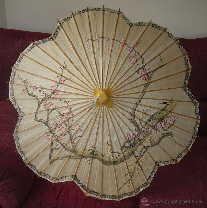 ANTIGUA SOMBRILLA CHINA EN PAPEL Y BAMBU PINTADA A MANO (Antigüedades - Moda y Complementos - Mujer)