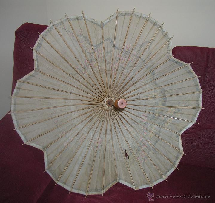 Antigüedades: ANTIGUA SOMBRILLA CHINA EN PAPEL Y BAMBU PINTADA A MANO - Foto 4 - 97701452