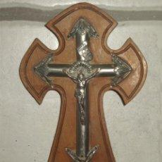 Antigüedades: ANTIGUA CRUZ DE MADERA Y ZINC ,ALPACA O SIMILAR.. Lote 46650142