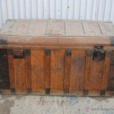 Antigüedades: BAUL ANTIGUO EN MADERA Y CHAPA. Lote 46652231