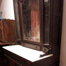 Antigüedades: MUEBLE ISABELINO (HACIA 1850) EN MADERA DE PALOSANTO CON ENCIMERA DE MÁRMOL CON TALLA. Lote 46658248