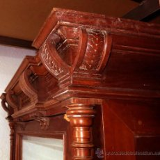 Antigüedades: ESPECTACULAR ARMARIO ALFONSINO MADERA DE NOGAL (1850) CON TALLA Y COLUMNA. Lote 46666579