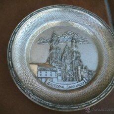 Antigüedades: CATEDRAL DE SANTIAGO PLATO DE ALPACA REPUJADO.MARCADO. Lote 46700463