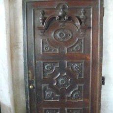 Antigüedades: MAGNIFICA PUERTA DE NOGAL SIGLO XVIII. Lote 46703210