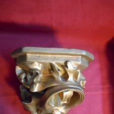 Antigüedades: MENSULA PEANA ESCAYOLA DORADA PARA COLGAR -AÑOS 40-. Lote 46738461