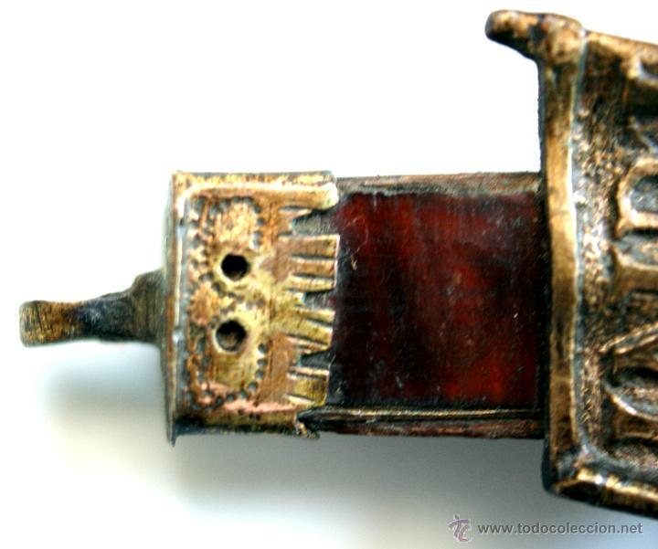 Antigüedades: CRUCIFIJO DE BRONCE SOBREDORADO - S. XVII - Foto 15 - 46755538