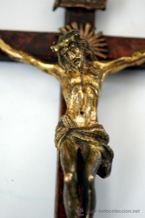 Antigüedades: CRUCIFIJO DE BRONCE SOBREDORADO - S. XVII - Foto 17 - 46755538