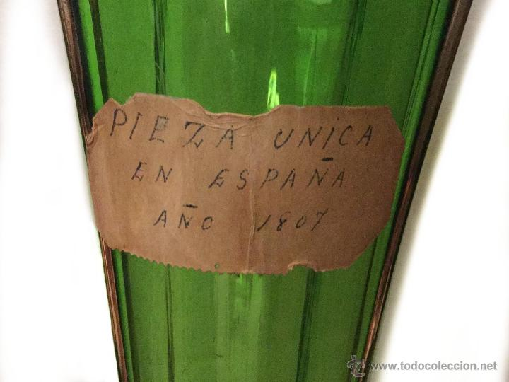 Antigüedades: Maravillosos jarrón, florero de cristal en verde y oro. 1807, Unico. grande.70 x 15 x 15. año 1807 - Foto 2 - 46762834