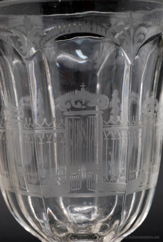 Antigüedades: Copa cristal La Granja grabado iniciales MJ y vista verja Palacio S XIX - Foto 6 - 46808397
