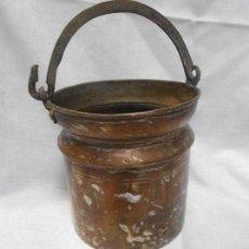 Antigüedades: BONITA CALDERA DE COBRE CON ASA DE METAL. Lote 46894575