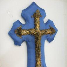 Antigüedades: CRUCIFIJO CON BENDITERA (AGUABENDITERA) - VARIOS METALES - FILIGRANA DE LATON - 40X23 - VER FOTOS. Lote 46917003