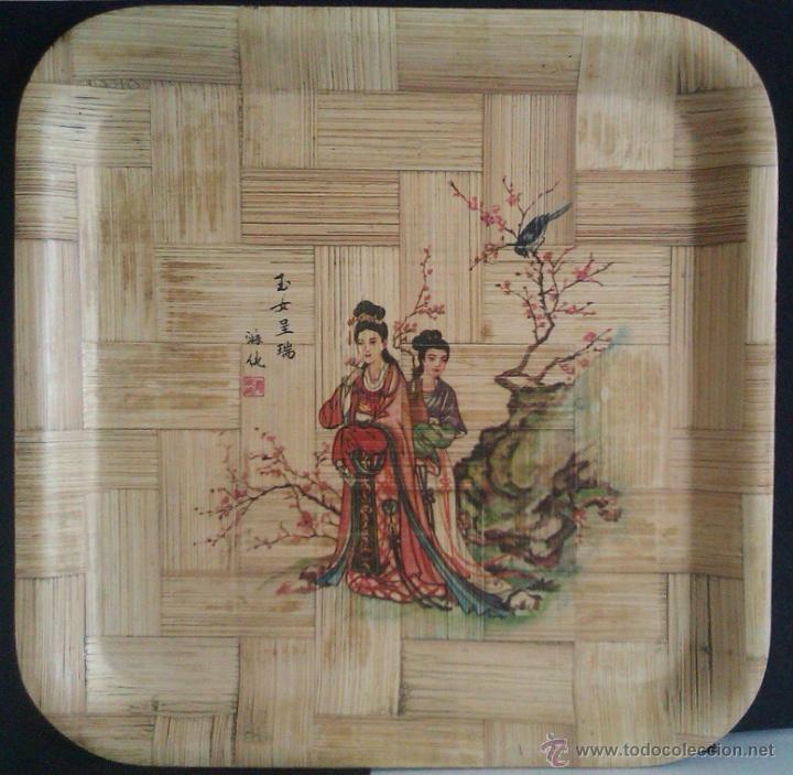 BONITA BANDEJA MUY ANTIGUA DE BAMBÚ PROCEDENTE DE TAIWAN REPUBLICA DE CHINA HECHA Y PINTADA A MANO (Antigüedades - Porcelanas y Cerámicas - Otras)