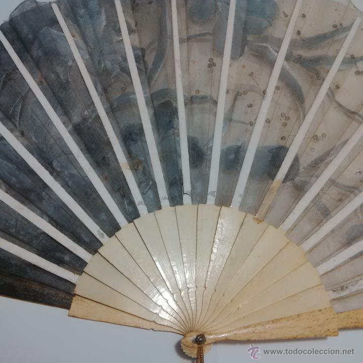 Antigüedades: ANTIGUO ABANICO VARILLAJE DE HUESO DECORADO A MANO SOBRE TUL CON LENTEJUELAS S.XX - Foto 10 - 46976837