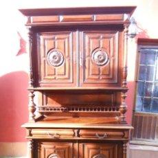 Antigüedades: ANTIGUO APARADOR DE NOGAL. TALLADO A MANO.. Lote 46991891