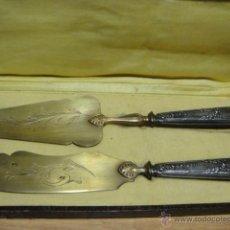 Antigüedades: CUBIERTOS CON MANGO DE PLATA CONTRASTADA. Lote 47021895