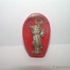 Antigüedades: ANTIGUA IMAGEN DE SANTO.....METALICA EN CAJA DE CELULOIDE.. Lote 47025232
