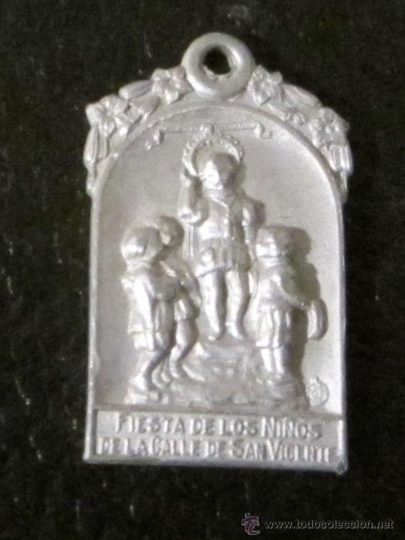 MEDALLA DE ALUMINIO. FIESTA DE LOS NIÑOS DE LA CALLE DE SAN VICENTE. 2,5 X 1,5 CM (Antigüedades - Religiosas - Medallas Antiguas)