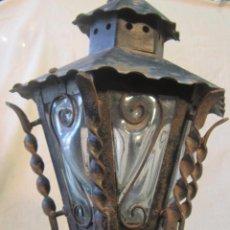 Antigüedades: LAMPARA-FAROL ANTIGUO EN HIERRO FORJADO CON CRISTALES DE RELIEVE. Lote 47059684