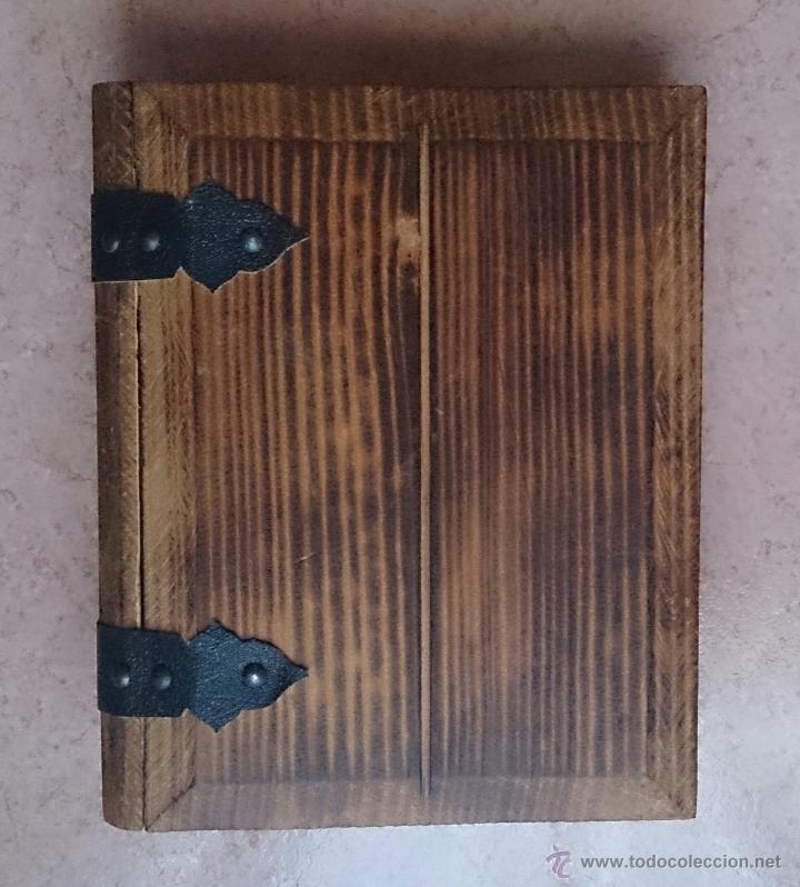 Antigüedades: Album antiguo para fotografia en madera con bandera Catalana y grabado Can Piqué ( Familia Piqué ). - Foto 2 - 47070586