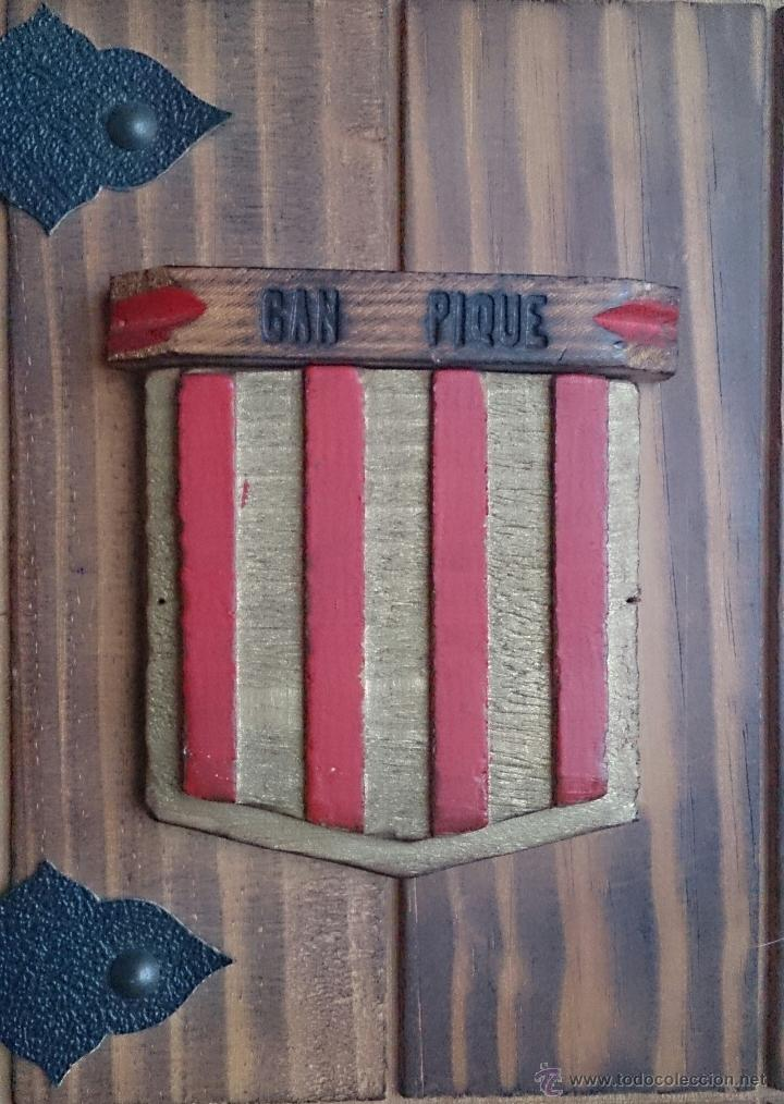 Antigüedades: Album antiguo para fotografia en madera con bandera Catalana y grabado Can Piqué ( Familia Piqué ). - Foto 4 - 47070586
