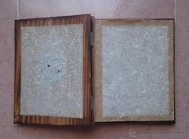 Antigüedades: Album antiguo para fotografia en madera con bandera Catalana y grabado Can Piqué ( Familia Piqué ). - Foto 5 - 47070586